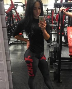 Charlotte Thompson taking a selfie at the gym while wearing her TNT leggings after a glutes session.